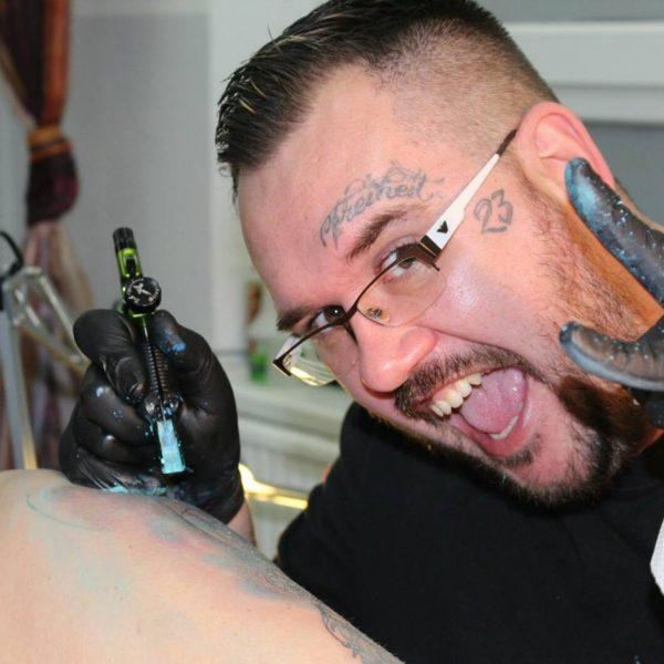Tattoo-Künstler Marcel (Chi Chi)